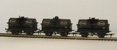 "00 (Set of 3) 14 Ton Tank Wagons ""Esso\"" black (weathered)"