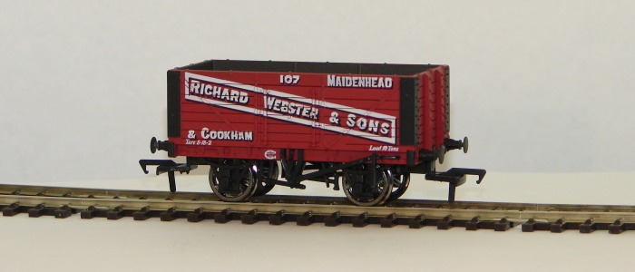 "00 7 Plank Wagon ""Richard Webster & Sons\"""