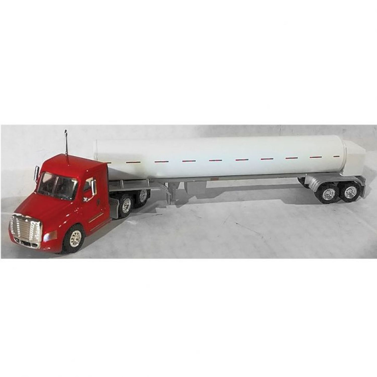 H0 Cascadia Day-Cab Tractor w/Cryo Tank Trailer - Assembled